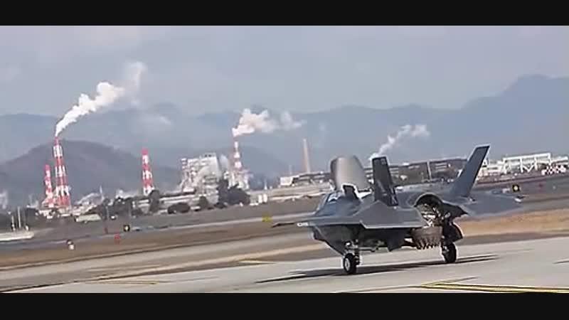 Вертикальный взлет истребителя Lockheed Martin F-35-Vertical takeoff of Lockheed Martin f-35