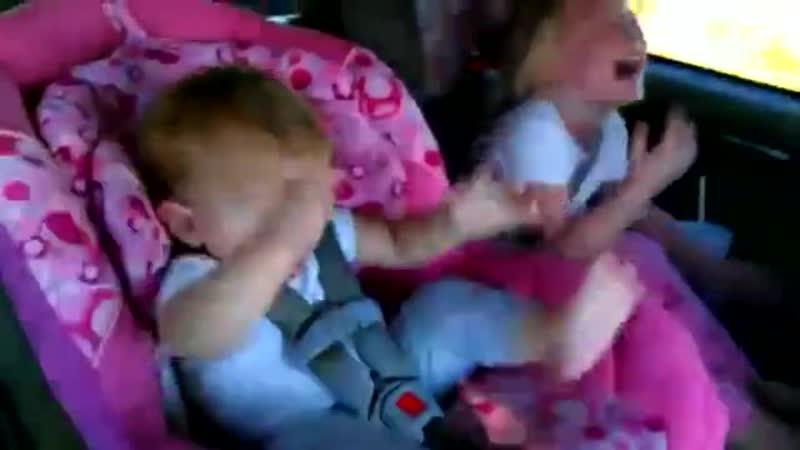 [v-s.mobi]Ребенок танцует под Oppa Gangnam Style.