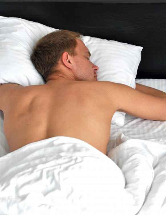 Ночные выбросы спермы могут происходить во время сексуально пробуждающихся снов или просто невольно происходить ночью.
