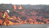 Sampling basalt lava, Holuhraun, B