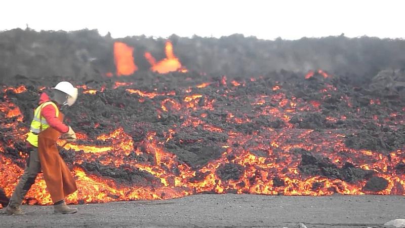Sampling basalt lava Holuhraun Bárðarbunga Iceland