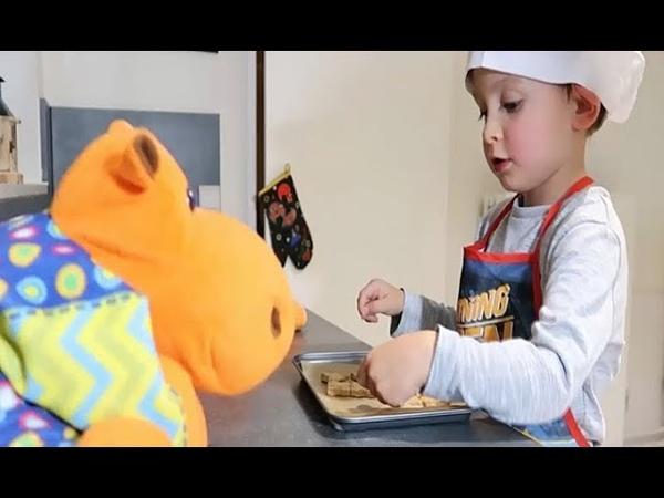 КуСаНиКи - Ребёнок готовит домашнее печенье.Тачки.Kid cooking cookies.