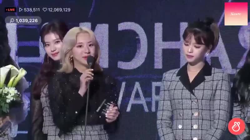 Jeongyeon Lower her body to be in the same height as chaeyoung then Nayeon noticed her and laughed