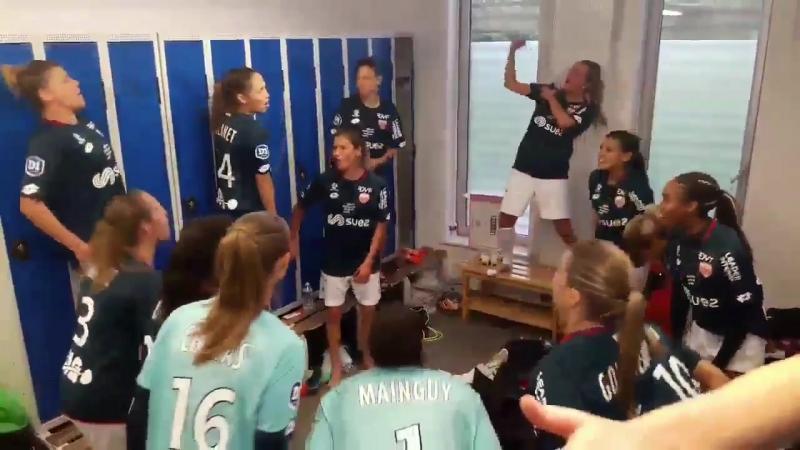 Женская команда Дижона в раздевалке после победы над Лиллем 3 1