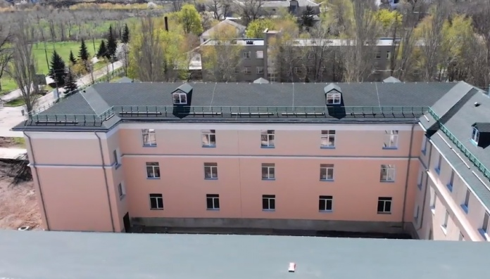 В Красногоровке восстановили разбитую боевиками опорную школу