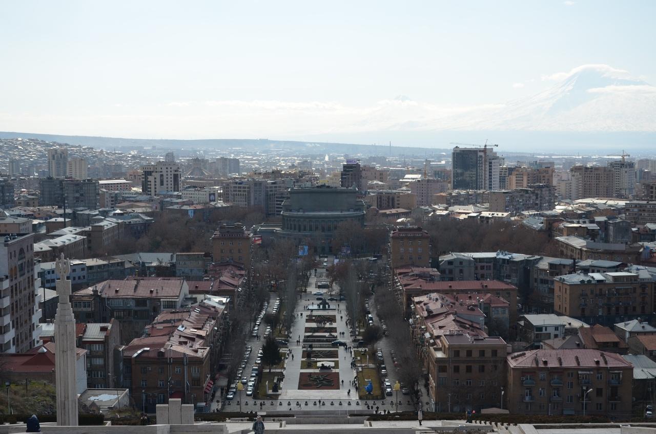 hW7GNE2O69U Ереван - столица Армении.