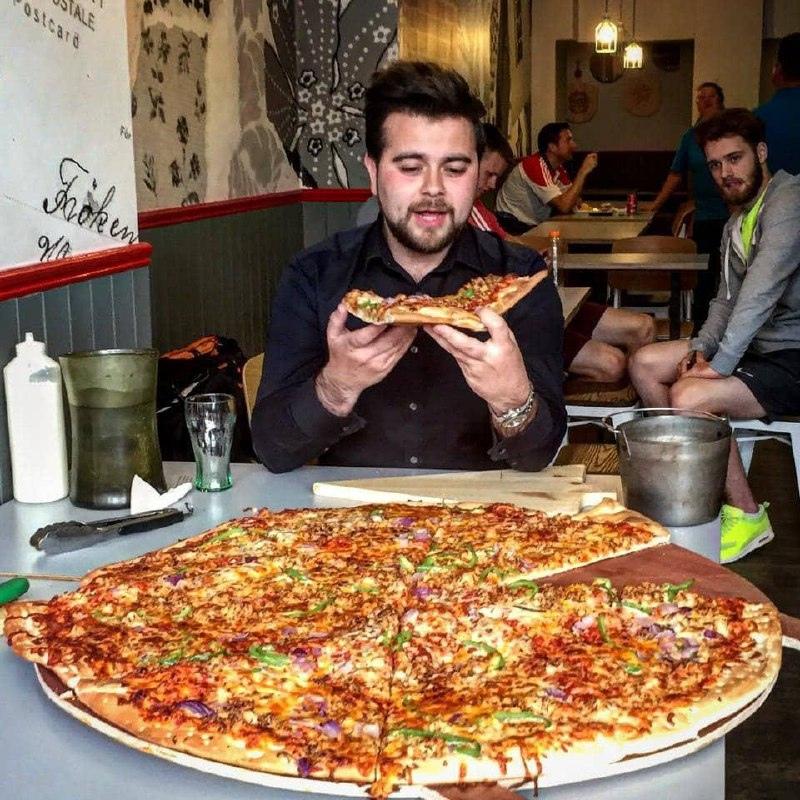 Владелец пиццерии в Дублине запустил челлендж: кто за 32 мин