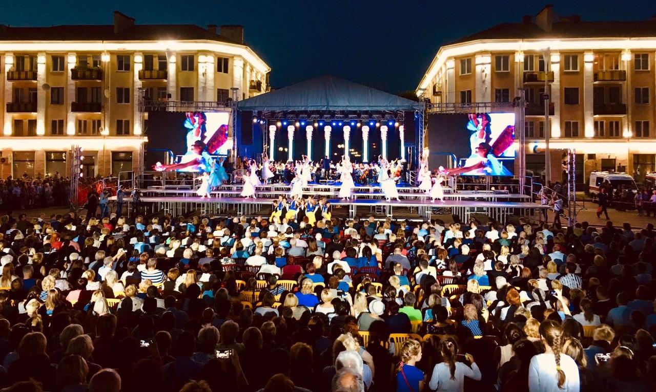 """Праздничный концерт """"Вечерняя симфония тысячелетия"""" (прямая трансляция)"""
