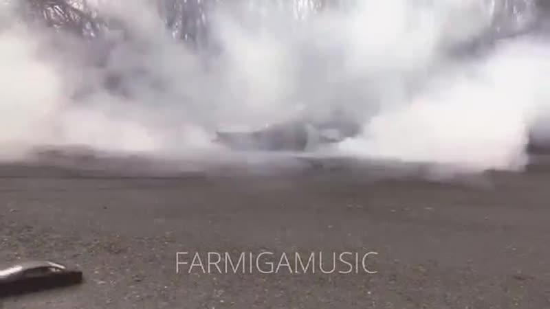 Lamborghini Huracan making donuts with RC car (2)
