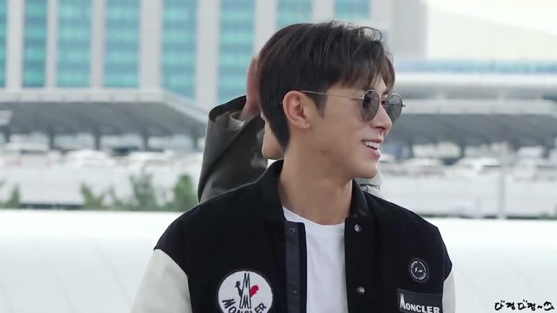 18.10.2018 - Юнхо в аэропорту Инчхон. TVXQ улетают в Японию.