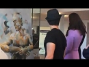 Funny moment today as William and Kate join artist Dario Vargas, a contemporary fine artis.mp4