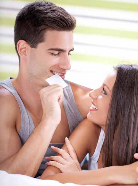Практика безопасного секса очень важна для людей с ВПЧ.