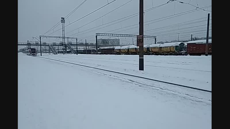 Скоростной электропоезд HRCS2-005 сообщением 723 Харьков-Киев на станции Новая Бавария