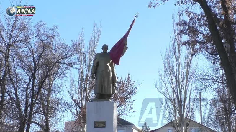 Жители ЛНР в День освобождения Луганска почтили память погибших воинов
