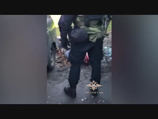 В Ломоносове двое с карабином и молотком попытались ограбить ювелирный, но были задержаны