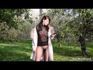 Jeny smith 3 без трусов и юбки, ходит в парке! (голая, под юбкой, без трусов, трусиков, на улице, на публике)