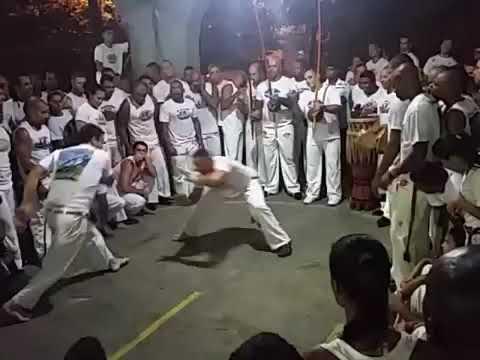Abadá-capoeira-mestre cobra e mestrando mobília jogo de Angola