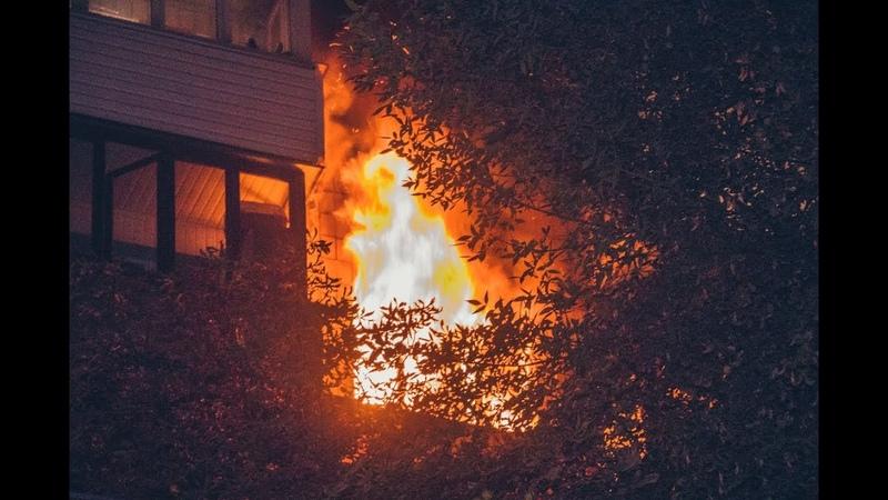В центре Киева пьяного хозяина чудом вытащили из пылающей квартиры