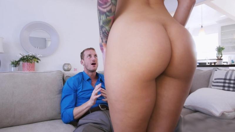 Порадовала мужа сексуальным бельем.