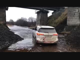 Toyota Fortuner - Штурм брода