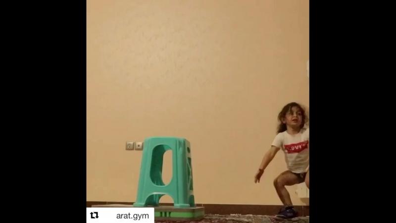 Арат Хоссейни иранский мальчик