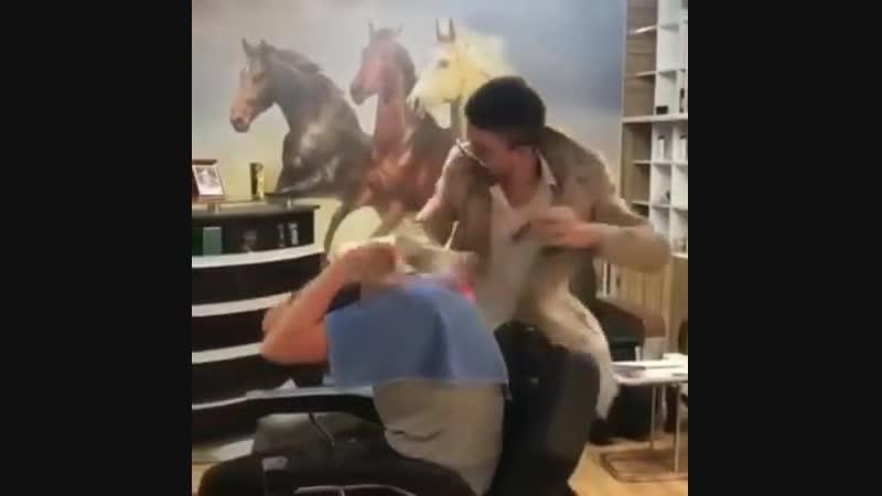 псих парикмахер