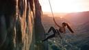 Картинка спорт. Девушка, скала, альпинист.