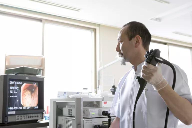 Как берут биопсию легких?