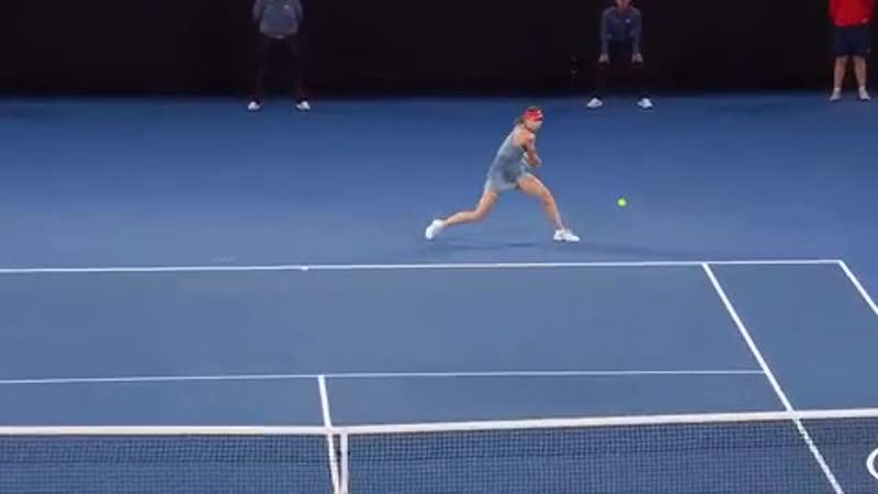 Шарапова обыграла действующую чемпионку Australian Open Возняцки