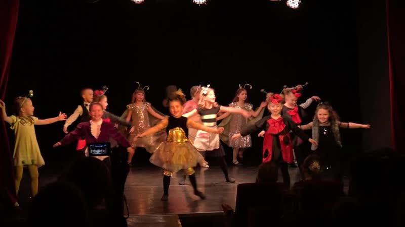 Открытие фестиваля На Чистых прудах-2018 спектакль Муха-Цокотуха