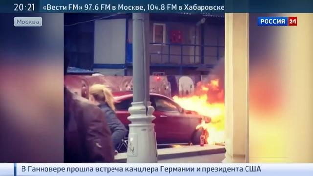 Новости на Россия 24 Mercedes вспыхнул когда водитель пытался его завести
