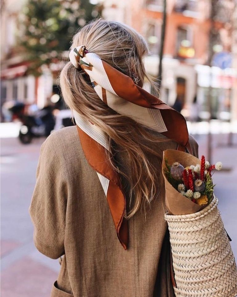 Летний платок: несколько способов добавить ярких красок в свой образ