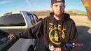 Полицейский Стреляет В Подозреваемого После Того Как Тот Вытащил Пистолет Из Кустов