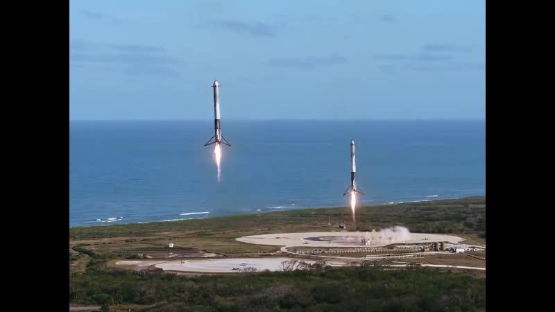До повернення двох ступенів SpaceX назад на Землю вже ніби як всі звикли але все одно на це дивитися можна дуже довго