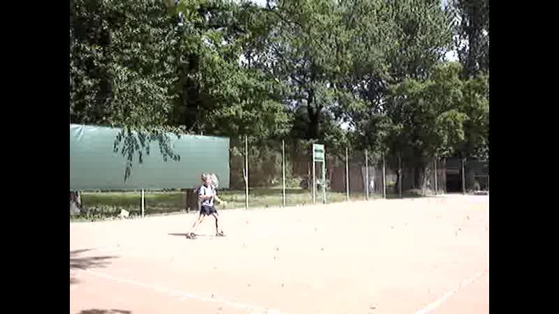 теннис Вова бежит за всеми мячами