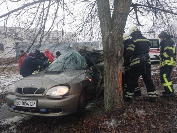 В Северодонецке из помятого авто освободили водителя