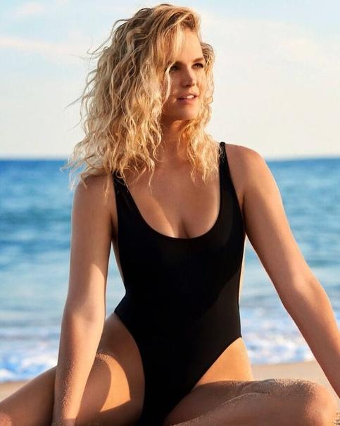 Бывшая подруга-модель Леонардо ДиКаприо объявила себя банкротом после двух судебных исков