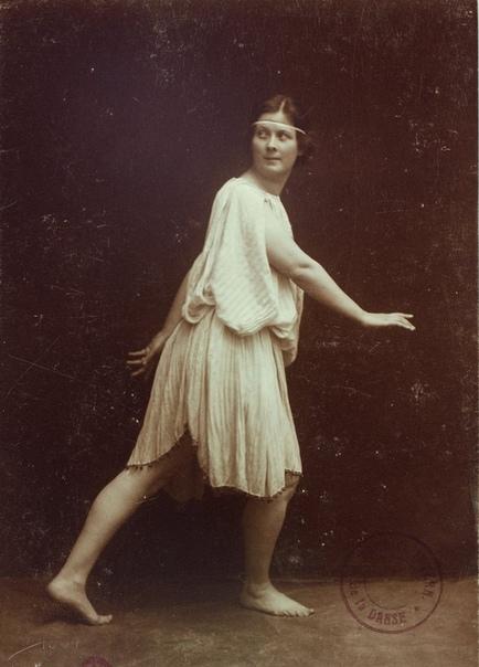 АЙСЕДОРА ДУНКАН: «Я ОТКРЫЛА ИСКУССТВО ТАНЦА ИСКУССТВО, УТРАЧЕННОЕ ДВЕ ТЫСЯЧИ ЛЕТ НАЗАД» 27 мая исполнилось 142 года со дня рождения основоположницы свободного танца. Айседора Дункан в своем