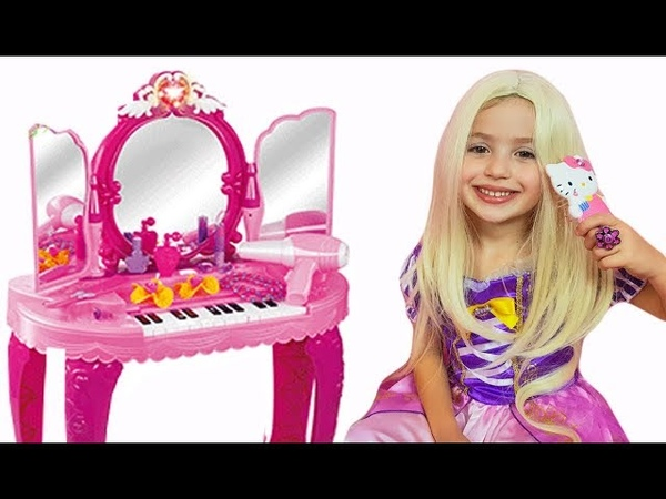 Little Girl pretend play Make up toys Dress Up