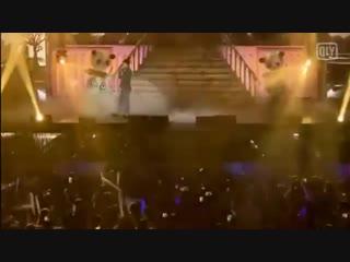 [HOT] Song Joong Ki gets so emotional while singing Kiss Goodbye at Chengdu FM