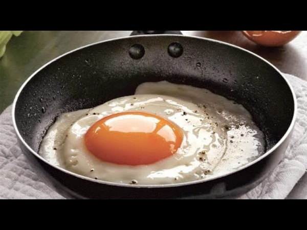 Повар с 30-летним стажем «Солите не яичницу, а масло, на котором она жарится!»