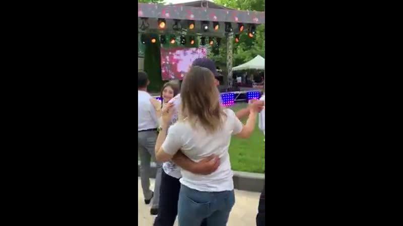 Մարիամ Փաշինյանը տանգո է պարում շրջավարտի հետ