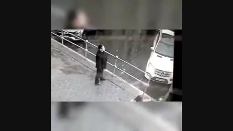 Кокорин и Мамаев избивают водителя.mp4