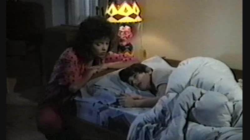 СТРАШНАЯ НАХОДКА. Scared Stiff. (1987)