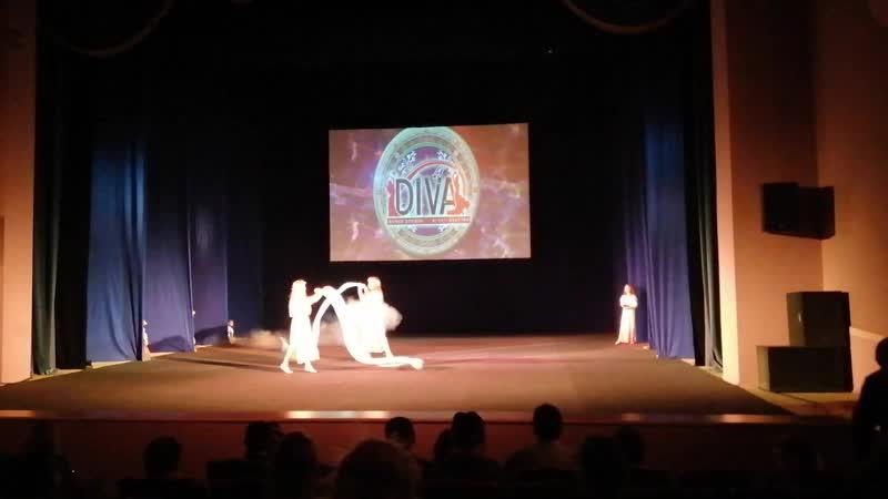 Выступление в театре Нур