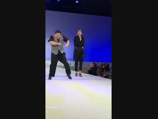20.10 l Outro vídeo da Dakota dançando com Shia e Zack no palco - Via tylernilson IG Stories.mp4