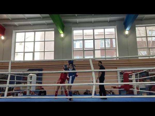 Демьяненко Арина . Синийй угол. 1 раунд. Девочка в ринге. Свердловская область . Тайский бокс.
