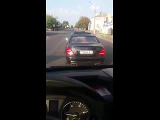 Вежливый водитель mercedes-amg