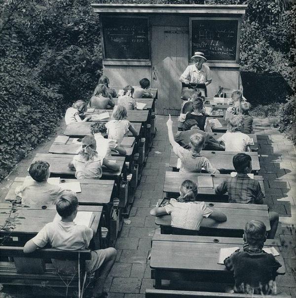 Школьные занятия на открытом воздухе (Нидерланды, 1957 год).