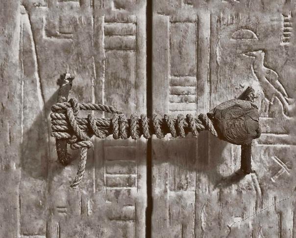 Печать на гробнице Тутанхамона возрастом 3245 лет - до того, как ее сорвали в 1922 году.